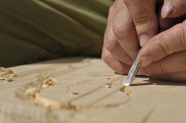 carpenter-3601985_640.jpg